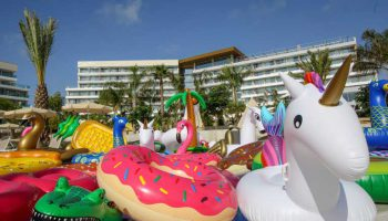 floaties-hotelcom