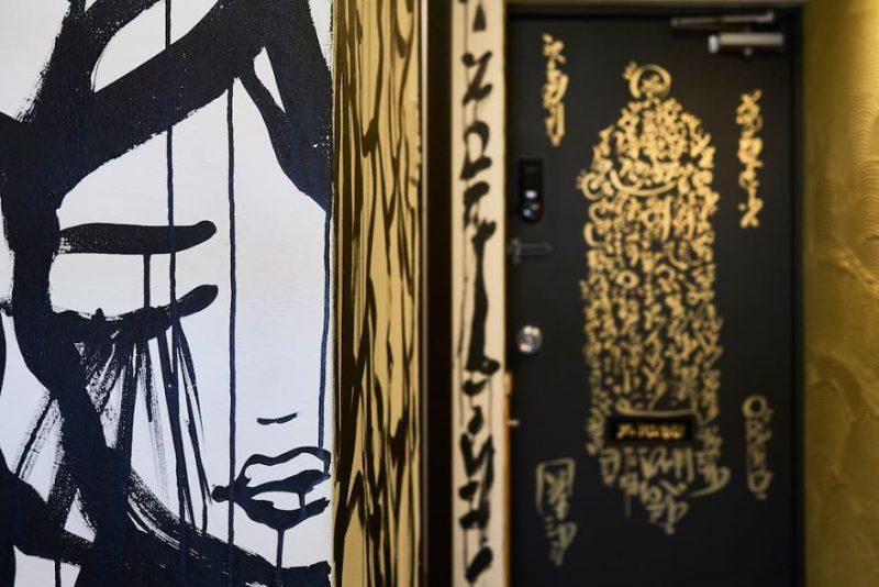 mural ali sabat di apartemen shibuya tokyo