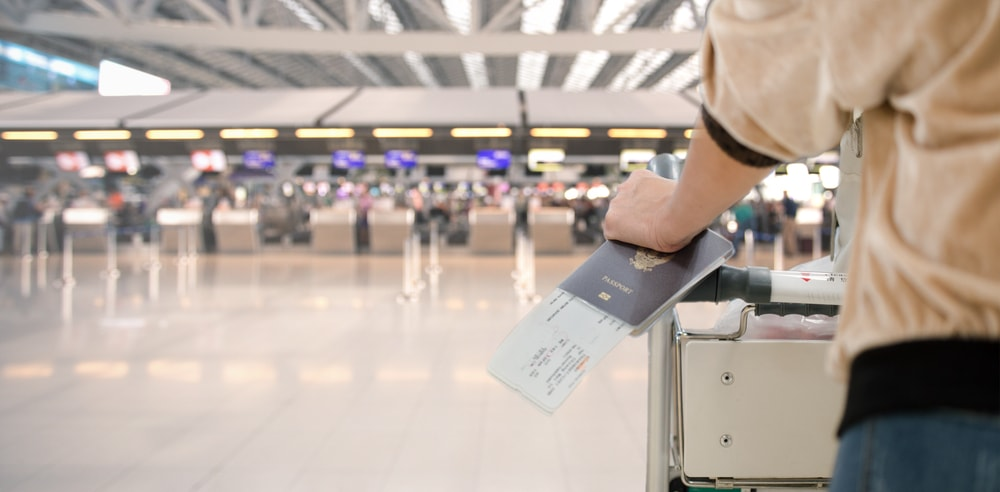 perbedaan e-paspor dengan paspor biasa