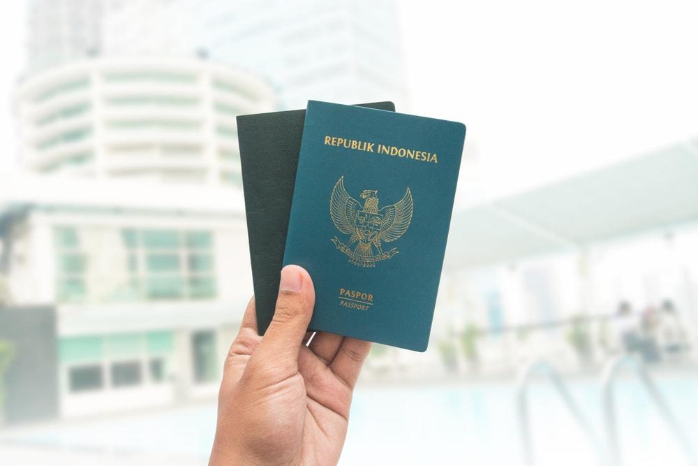 perbedaan e paspor dan paspor biasa