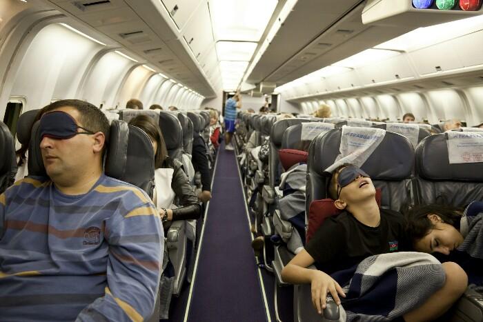 tidur di pesawat