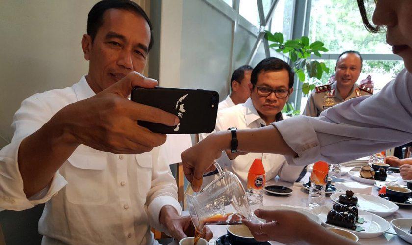 casing handphone Jokowi