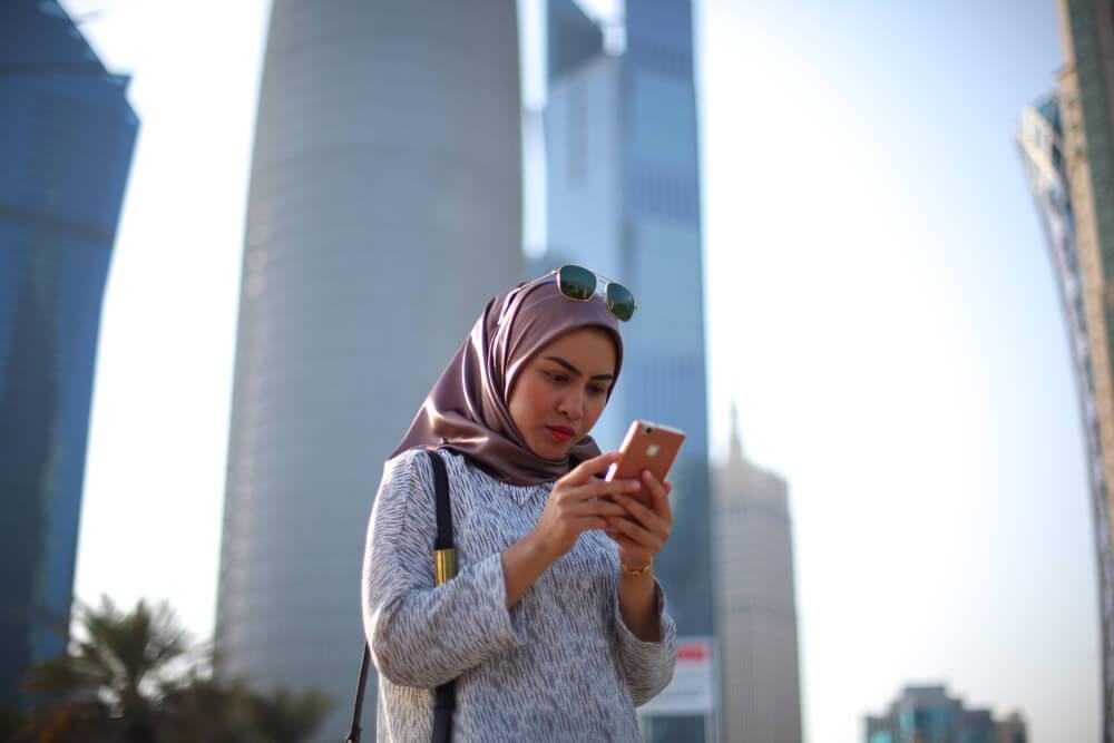 Mau Traveling ke Kuala Lumpur? Begini Tips Memilih SIM Card Malaysia