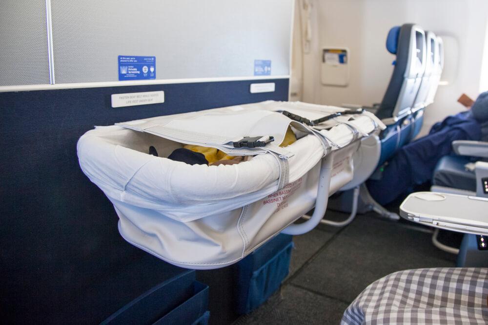 5 Tips Melewati Penerbangan Panjang dengan Bayi