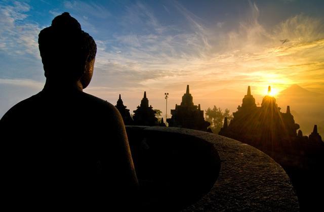 Menyapa Matahari Pagi Sunyi, Berburu Sunrise di Borobudur