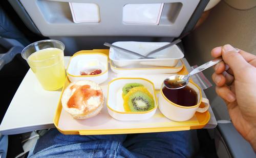 Kejadian Aneh Tentang Makanan di Pesawat Ini Pasti Membuat Kalian Heran!