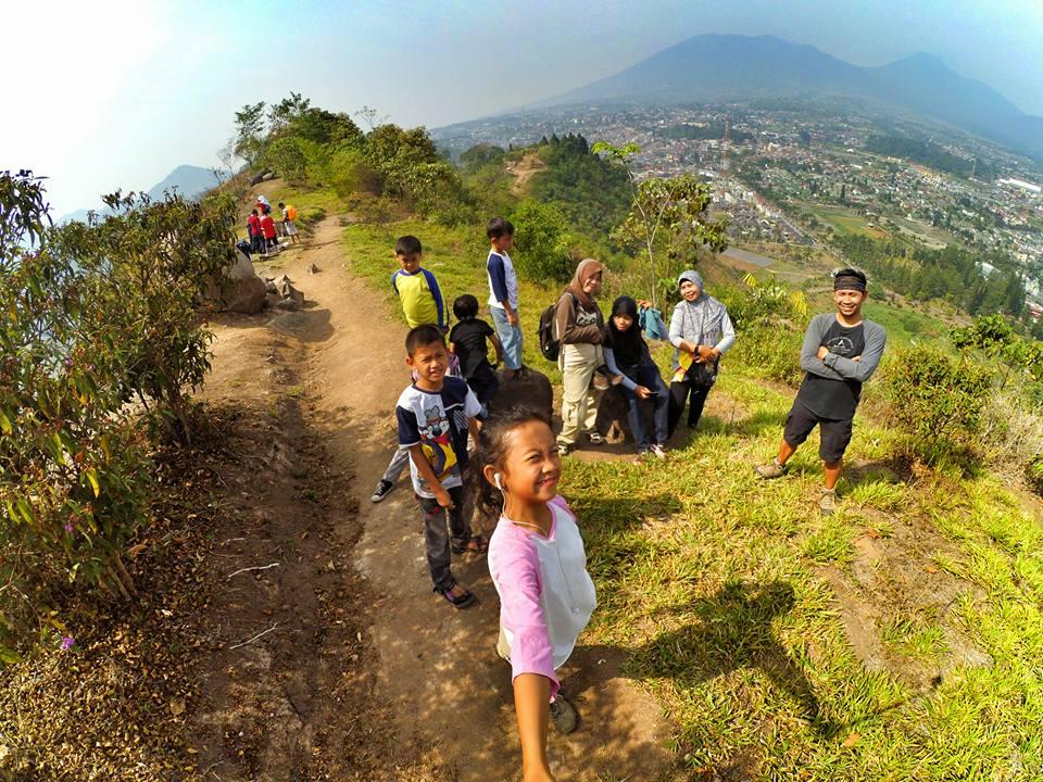 Libura Bersama Keluarga di Gunung Kasur Cianjur IG @AgusJayaSaputra
