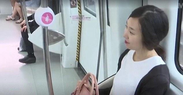 Wanita Hamil Mendapatkan Tempat Duduk Prioritas dengan Pin ini