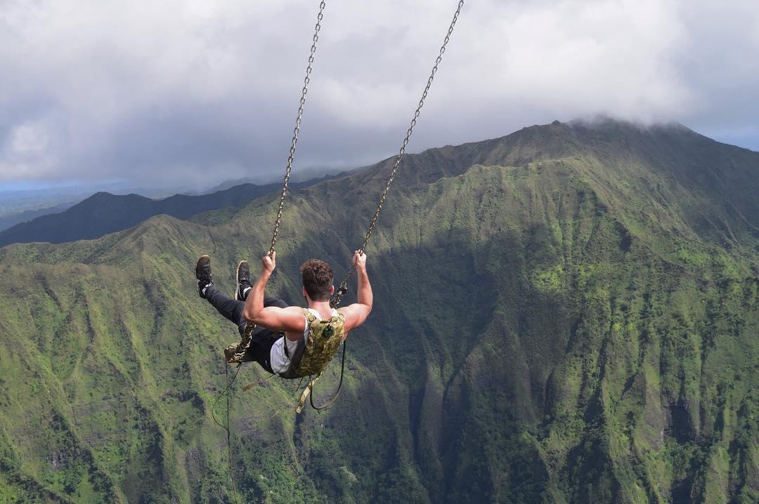 Ayunan Neraka di Atas Lembah Hawaii Ini Sangat Menantang