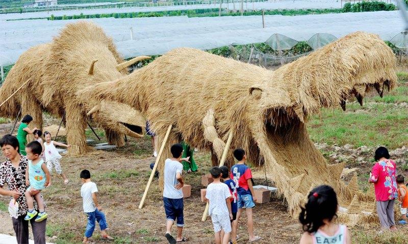 Dinosaurus Jerami Jadi Destinasi Wisata Menarik di China
