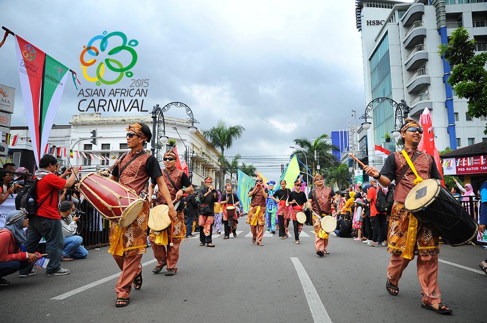 kesenian-tradisional-indonesia-ikut-meramaikan-acara