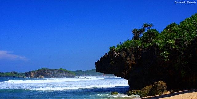Keindahan langit di Pantai Sundak