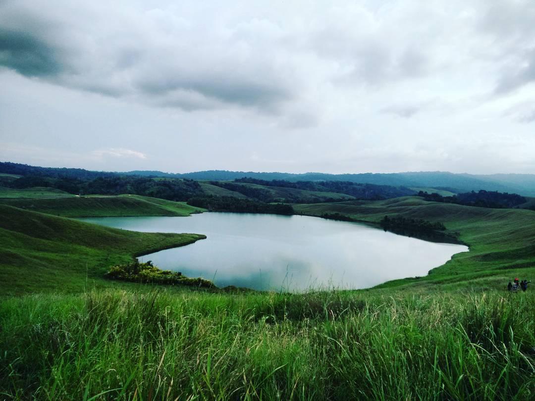 Pesona Danau Love di Papua