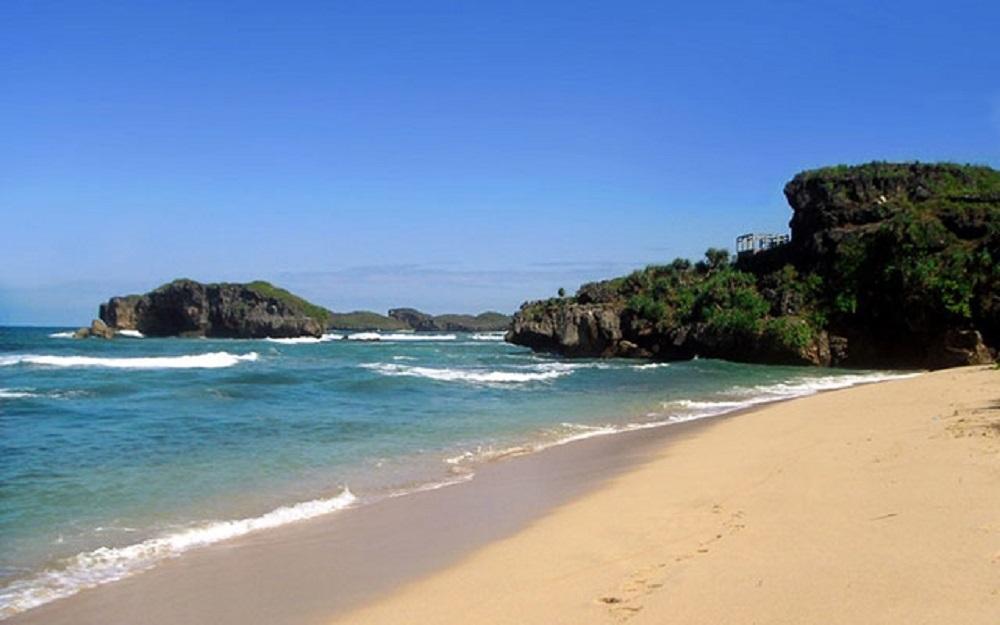 Pesona Pantai Sundak yang Menawan di Yogyakarta