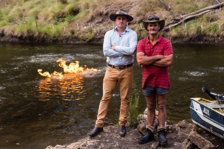 Ngeri, Sungai Ini Ternyata Mengeluarkan Api