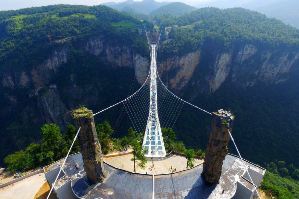 Dikunjungi Lebih dari 8.000 Orang, Jembatan Kaca di China Ditutup Setelah 13 Hari Dibuka