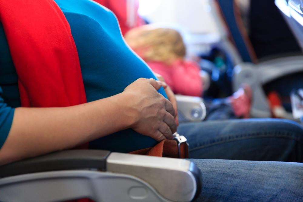 Peraturan yang Perlu Diperhatikan untuk Ibu Hamil yang Akan Terbang Naik Pesawat