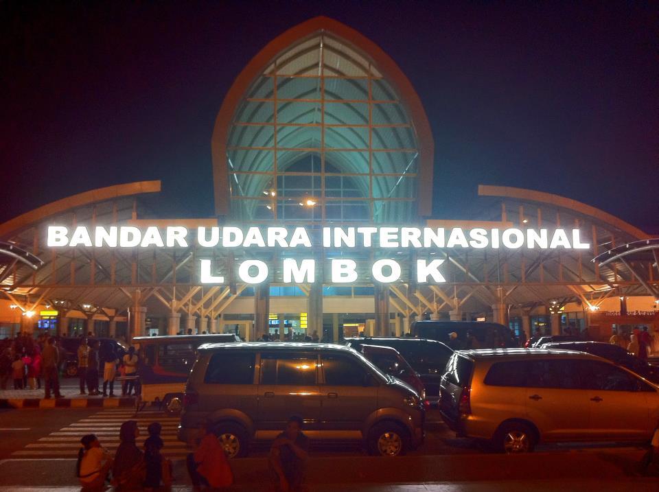 bandara-internasional-lombok-ditutup-akibat-erupsi-gunung-raung