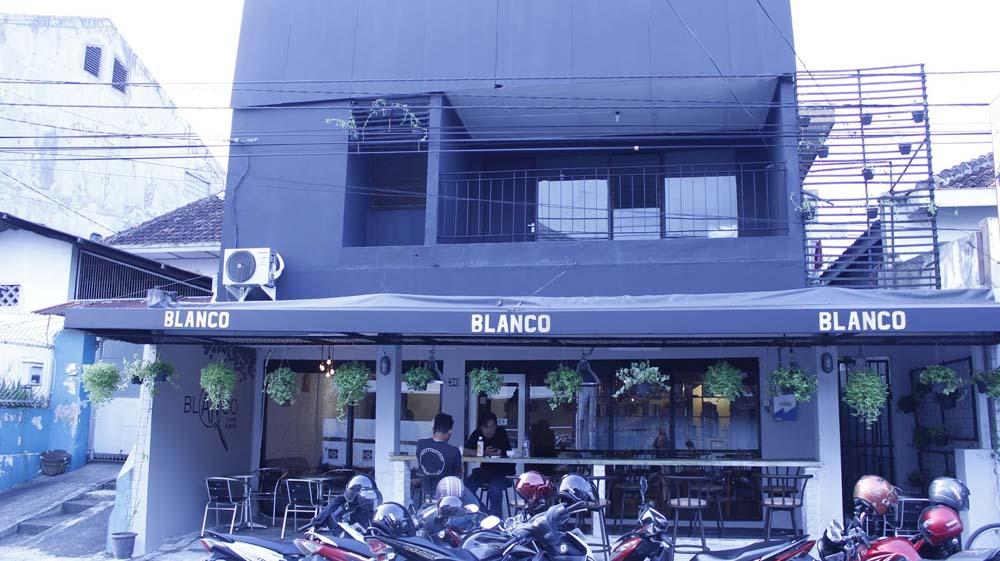 Blanco Coffee & Book (sumber)