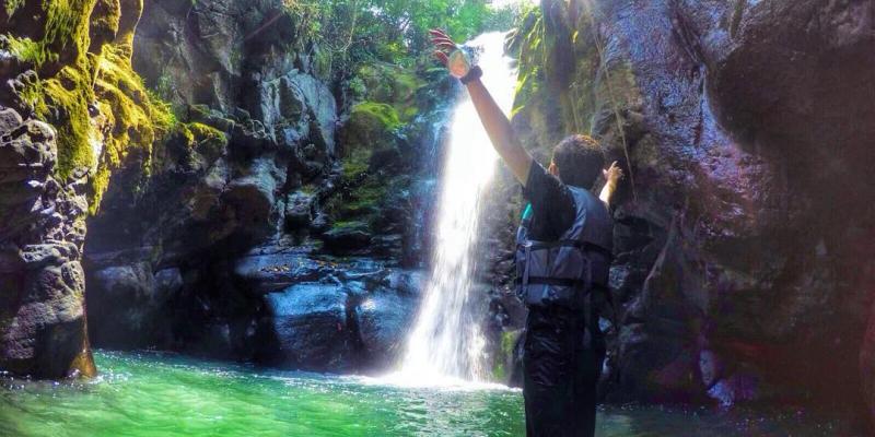 Olahraga Sambil Berwisata di Curug Naga
