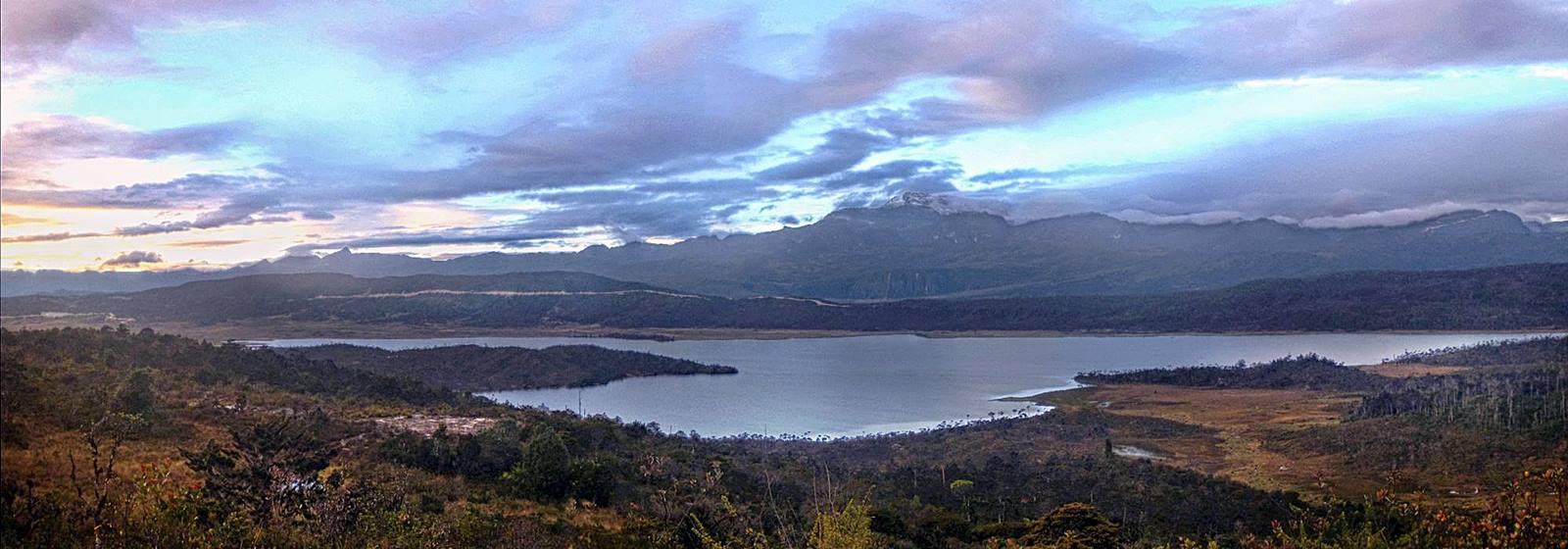 danau-habema-papua-dalam-film-denias-senandung-di-atas-awan
