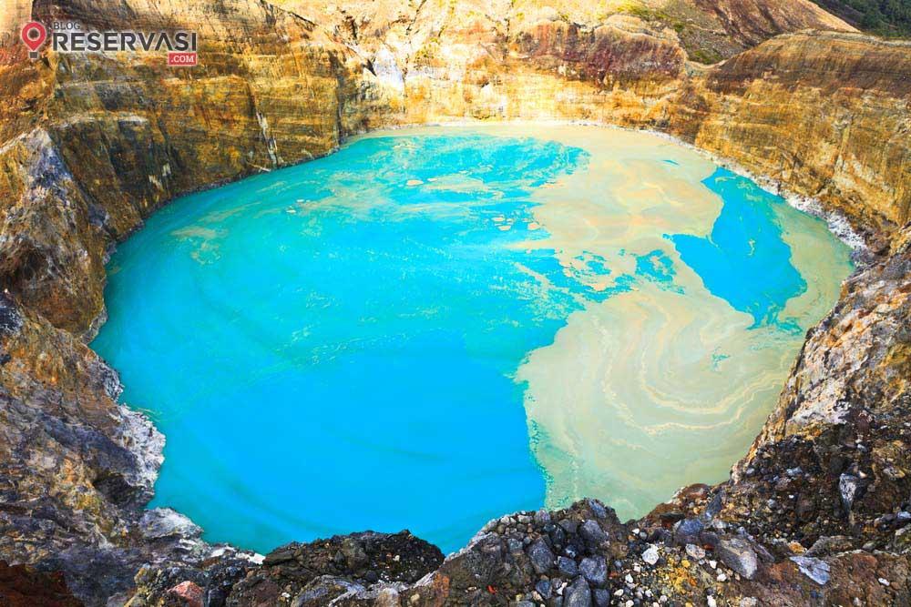 7 Fakta Tentang Danau Kelimutu
