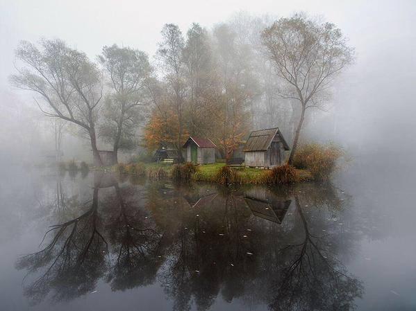 desa-misterius-di-dekat-danau-di-hunggaria-yang-telah-lama-ditinggalkan