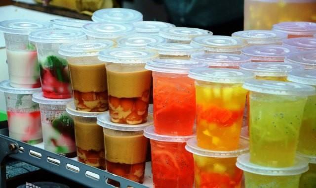 di-makassar-kalian-bisa-datang-ke-pasar-takjil-dan-mencoba-berbagai-macam-minuman-makanan-hingga-kudapan-khas-makassar
