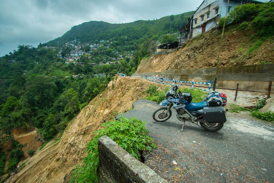 Ketika sedang berada di ujung jalan Myanmar (Burma)
