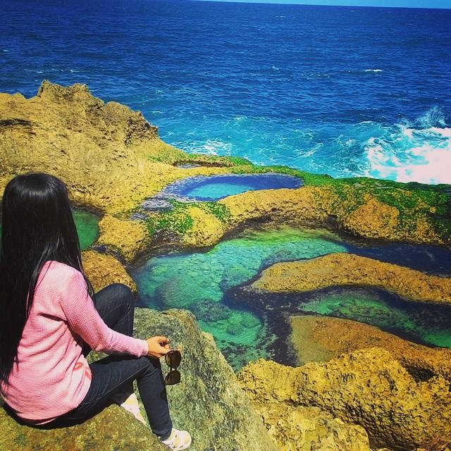 Pantai Kedung Tumpang yang ada di Tulungagung ini memang begitu instagram able.