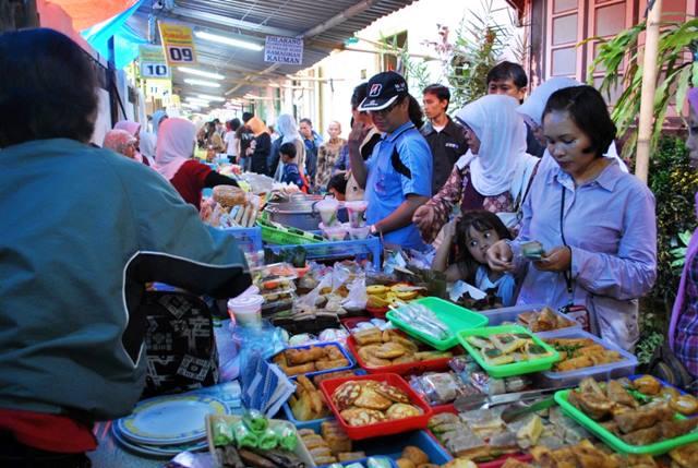 pasar-sore-kauman-di-yogyakarta-dengan-jajanan-jawa-yang-khas