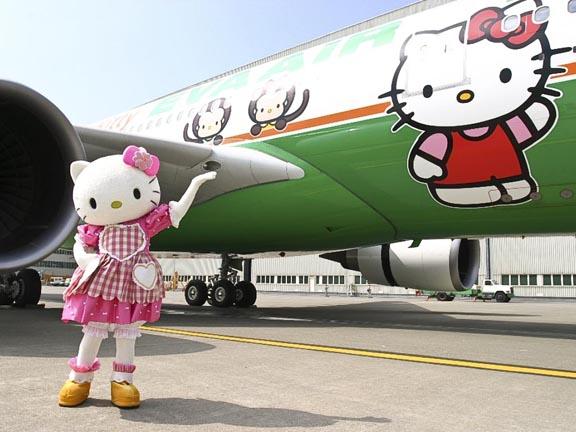 pesawat-paling-imut-di-dunia-ini-bergambar-hello-kitty-2