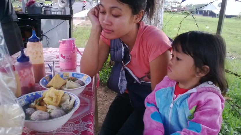 makan bakso malang yang asli