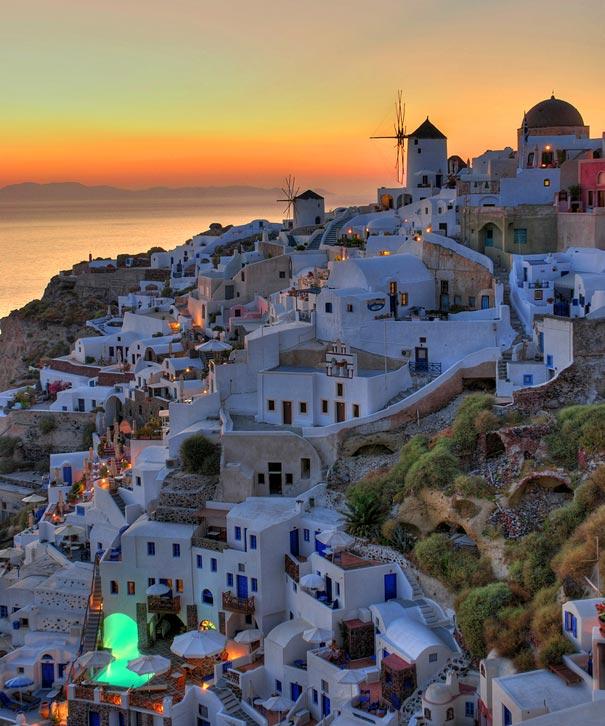 Santorini (youramazingplaces.com)