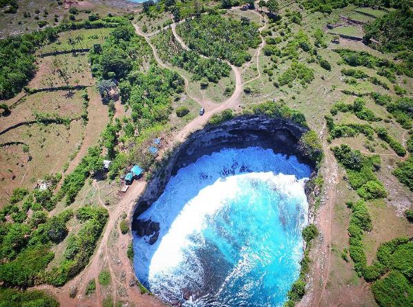 Broken Beach Nusa Penida Bali Tawarkan Pesona yang Tak Biasa