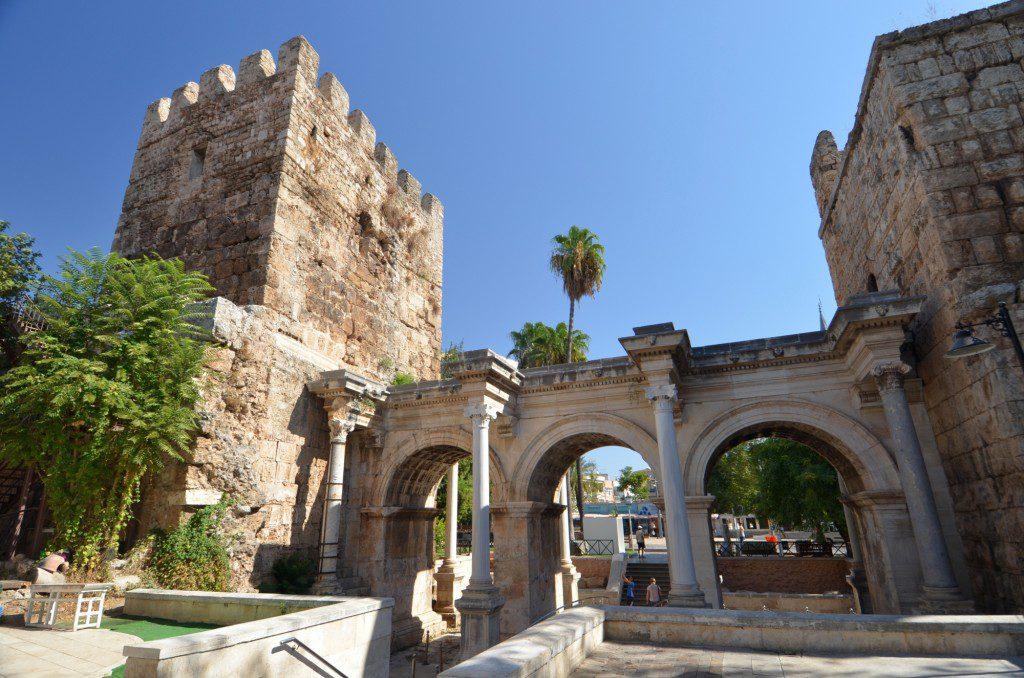 Hadrian Gate (turkisharchaeonews.net)