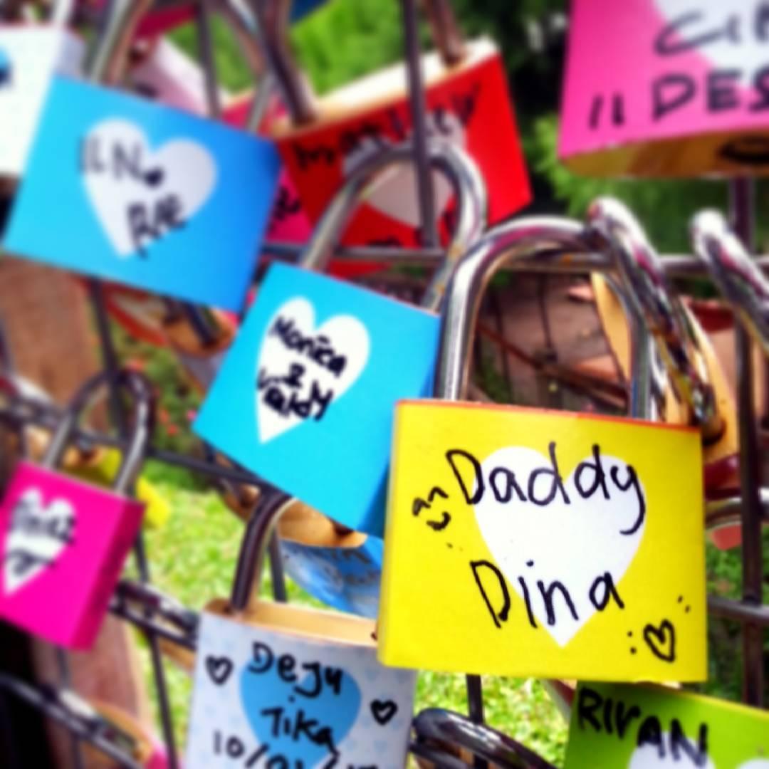 Gembok Cinta Paris sudah digusur, mendingan abadikan di Lembang IG @daddyyansuri