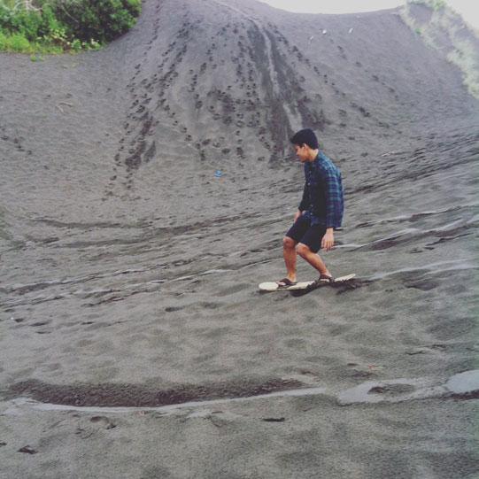 gumuk-pasir-parangkusumo-gunung-kidul-yogyakarta-3