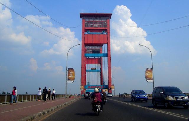 Foto di Jembatan Ampera, saat mudik tahun 2009