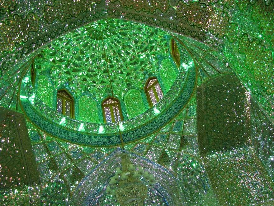 keindahan-masjid-yang-gemerlap-dibagian-dalam-masjid
