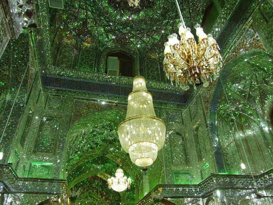 keindahan-masjid-yang-gemerlap-dibagian-dalam-masjid3