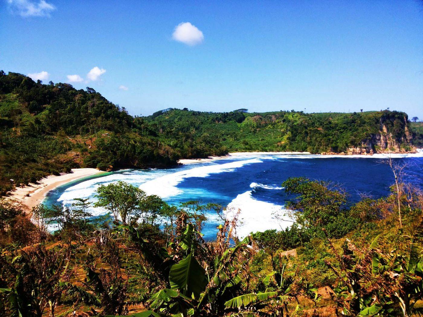Keindahan Lanskap Pantai Ngalur Tulungagung Jawa Timur
