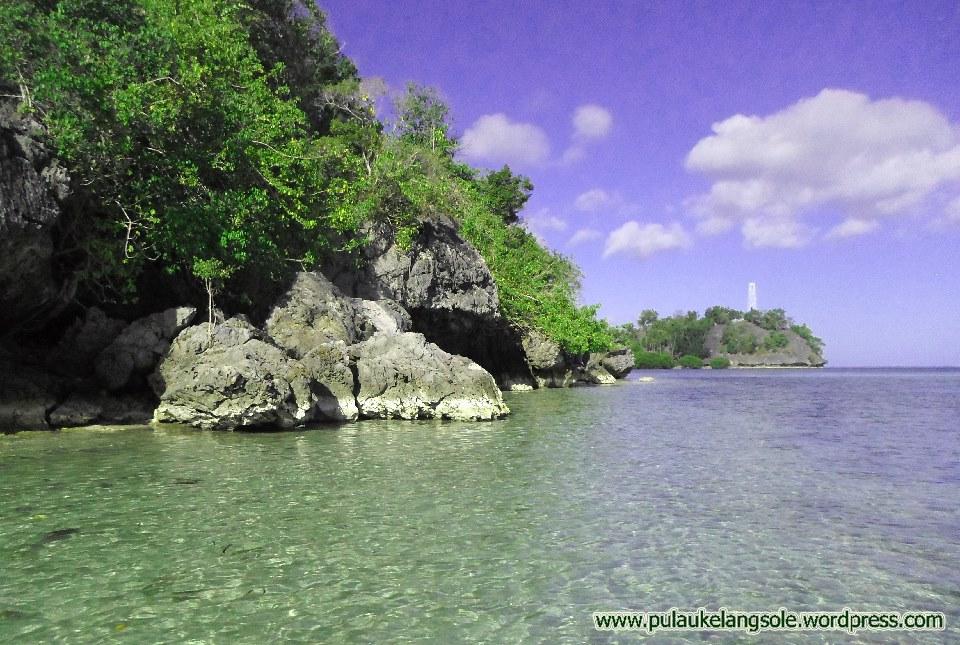 pantai-naeselan-pulau-buano-1