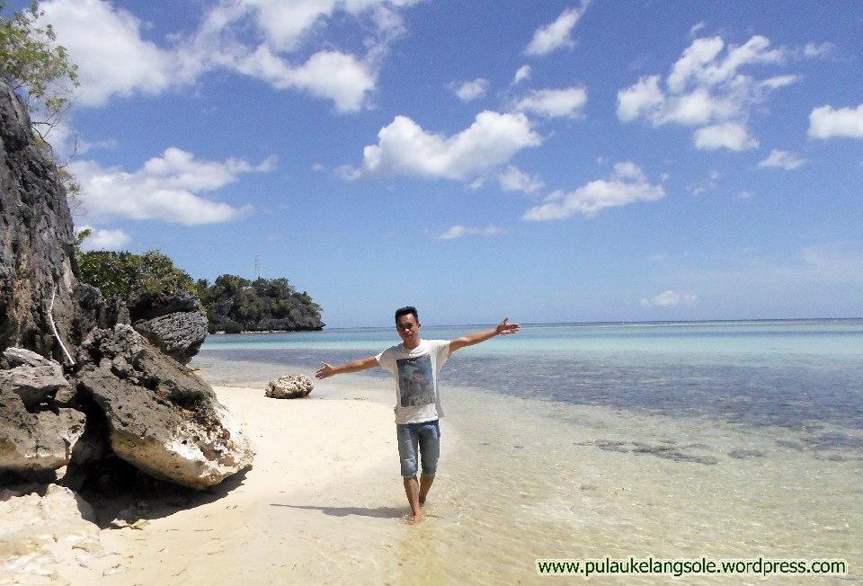 Pantai Naeselan Pulau Buano