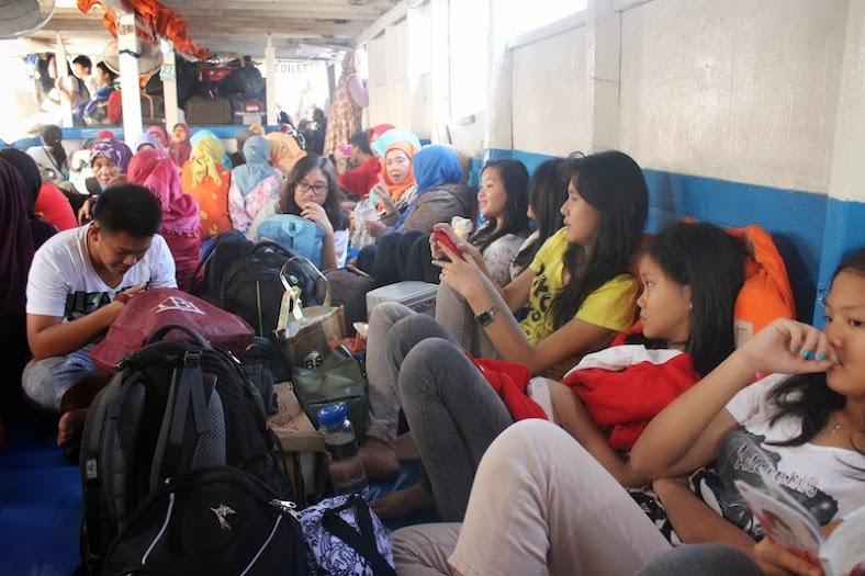 Susana Kapal Penumpang menuju Pulau Pari dan Pulau Tidung [Image: dzulfikaralala.com]