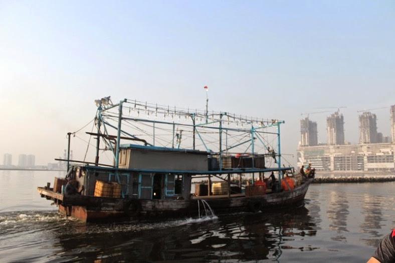 Kapal Nelayan di sekitar Dermaga Angke[Image: dzulfikaralala.com]