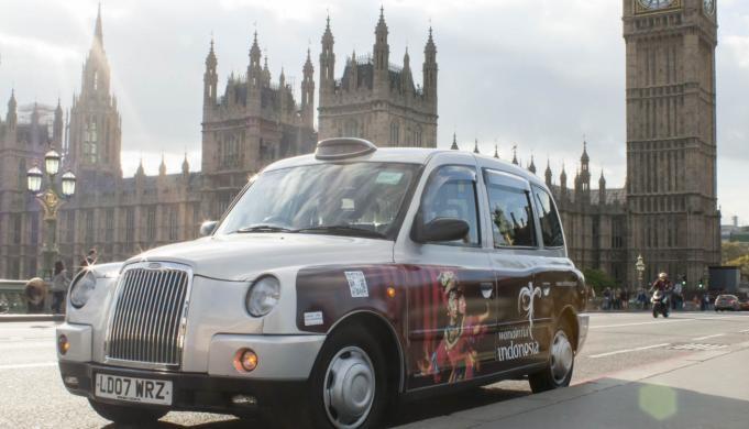 Penampakan 400 Taksi di London yang Berhiaskan Objek Wisata Indonesia