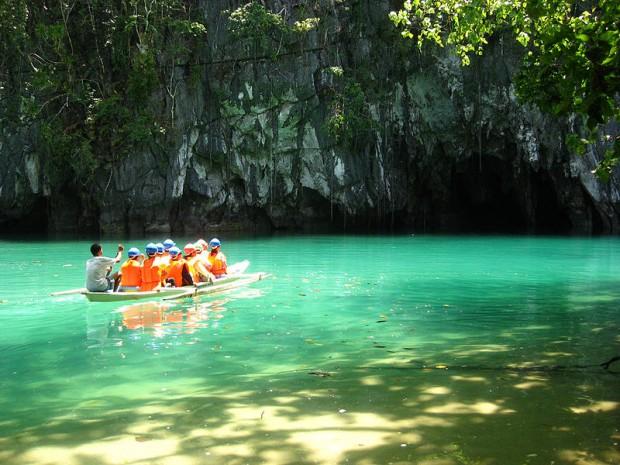 12 Alasan Kenapa Travelling ke Filipina Sangat Buang Waktu!