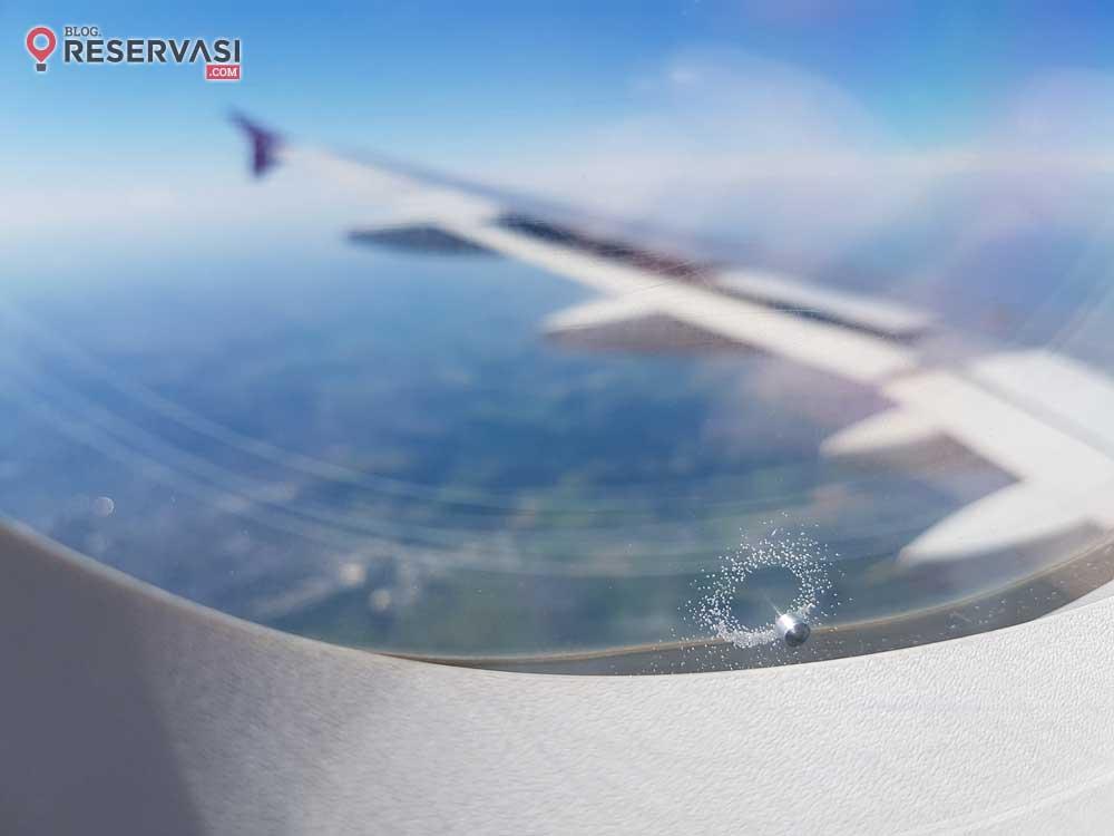 Fungsi Lubang Jendela Pesawat bagi Keselamatan dan Kenyamanan Penerbangan