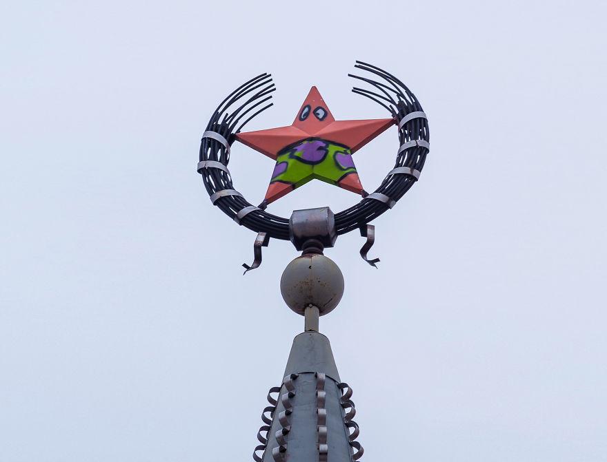 Aksi Vandal di Rusia Ini Mengubah Menara Bintang Menjadi Patrick Star!